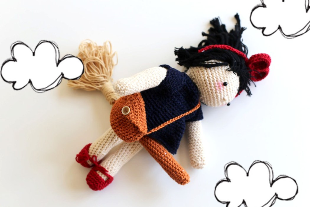 160508 kiki la petite soricere au crochert Une poupée Kiki la petite sorcière au crochet