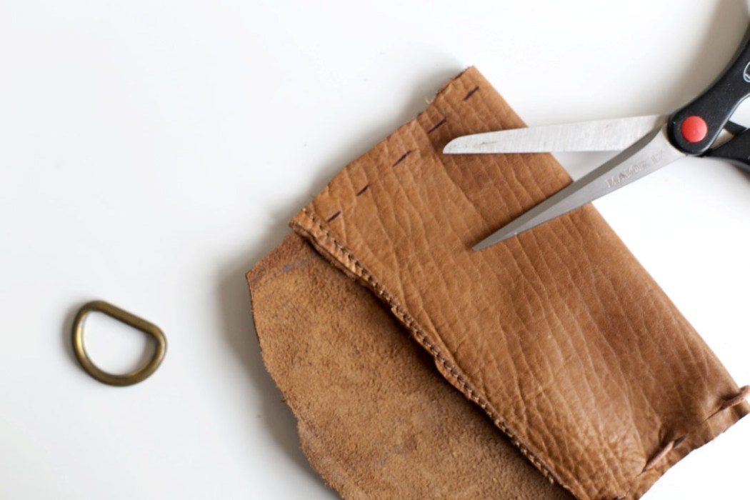 160526 fete des peres pochette en cuir Des galets aux coeurs tendres pour la fête des pères
