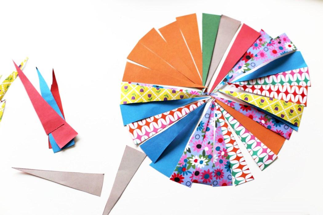 170202 collier en papier motifd Un collier en papier tout coloré