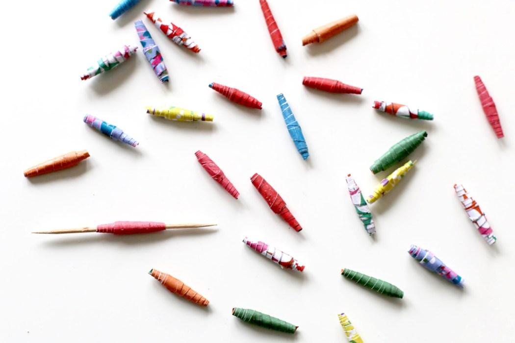 170202 perles en papier Un collier en papier tout coloré