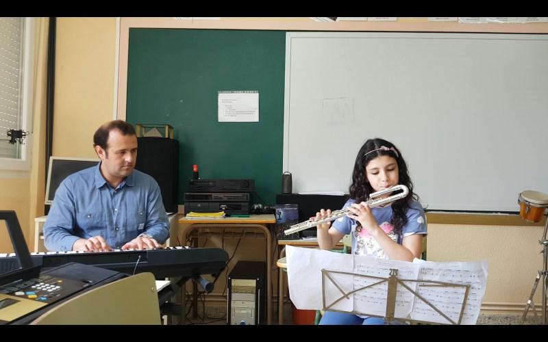MOMENTOS MUSICALES CON…CARLA.