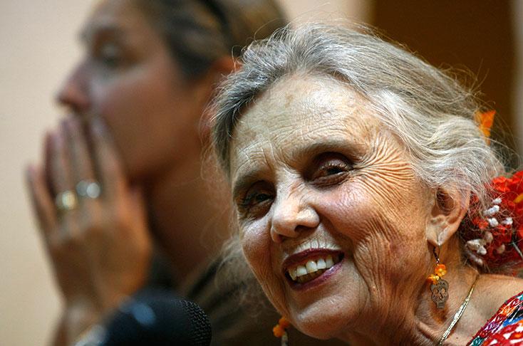 """""""La culpa es la mejor arma de tortura contra las mujeres"""": Elena Poniatowska"""