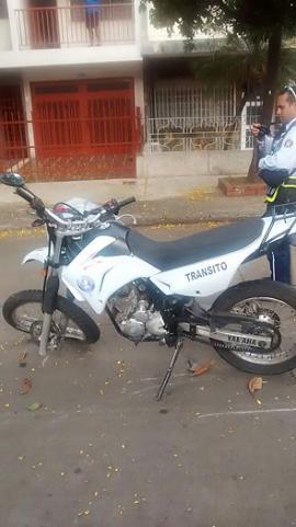 Así quedó una de las motocicletas de los agentes de tránsito en Cali. <br>Cortesía Tránsito de Cali