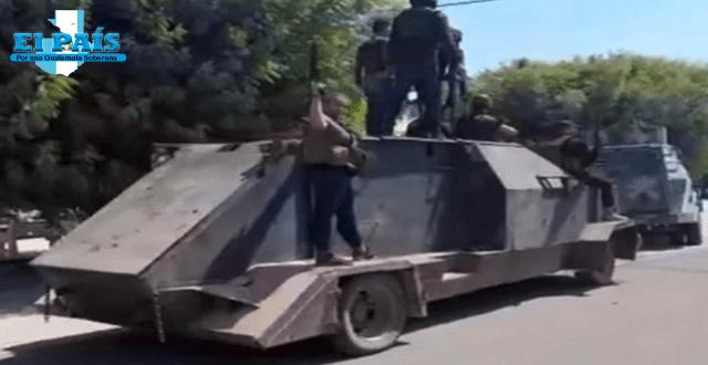 Desfile de narcos donde van con vehículos blindados