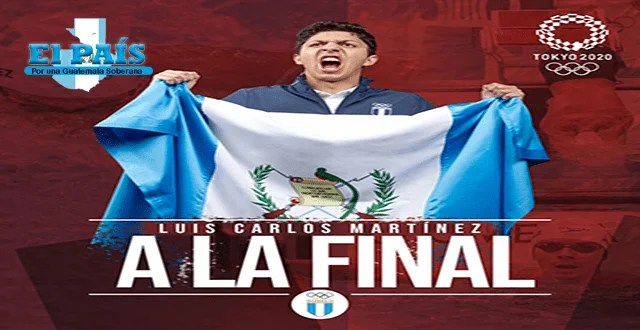 Luis Carlos Martínez sosteniendo la bandera de Guatemala