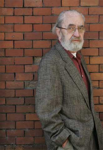 Ángel González. Foto de Luis Magán para El Pais