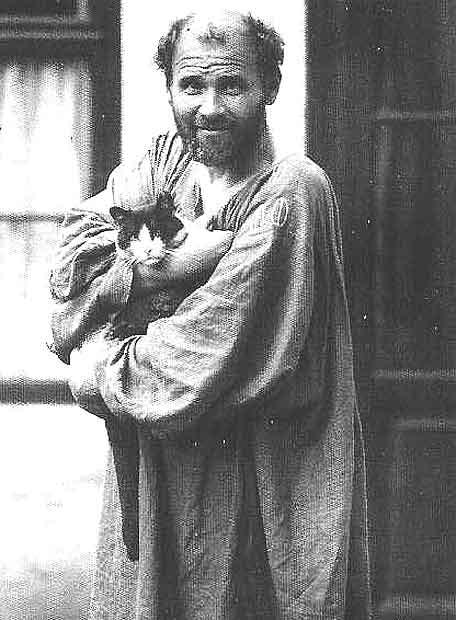 Gustav Klimt, a la entrada de su estudio