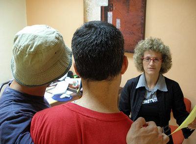 El primer matrimonio homosexual en legalizar una adopción en Israel junto a su abogada