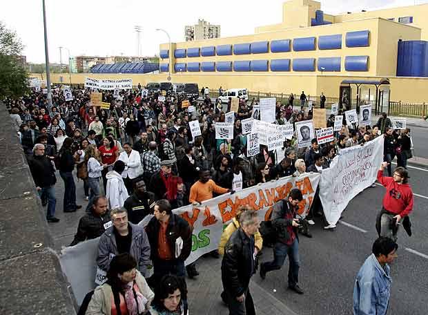 manifestación contra los CIEs