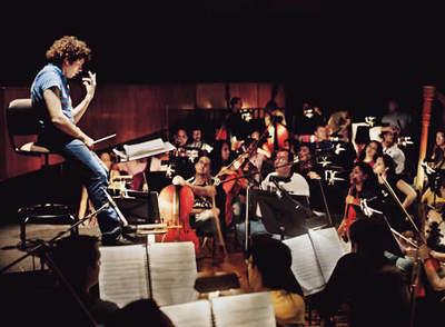 https://i2.wp.com/www.elpais.com/recorte/20080521elpepucul_4/XXLCO/Ies/Gustavo_Dudamel_dirige_Orquesta_Sinfonica_Juventud_Venezolana_Simon_Bolivar_reciente_concierto_Espana.jpg