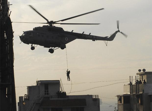Comandos especiales asaltan la residencia judia