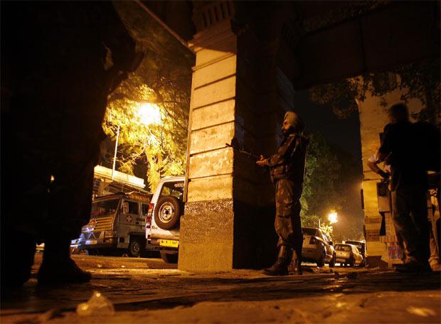 Terror en Bombay - Los soldados toman posiciones