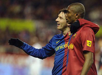 Messi y Eto'o celebran el primer gol del Barcelona
