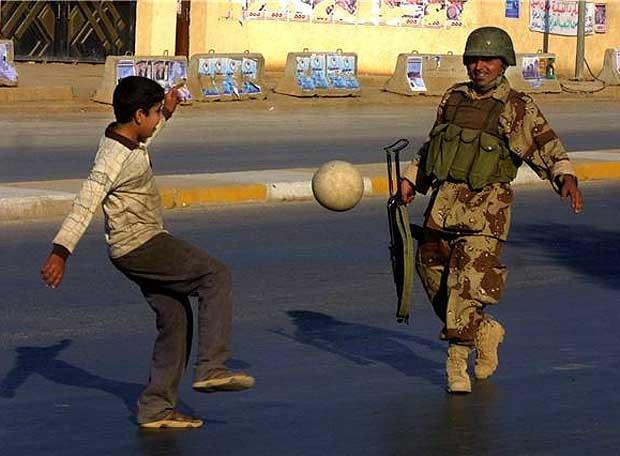 Baquba, Irak, 2005, photo by Ali Yussef