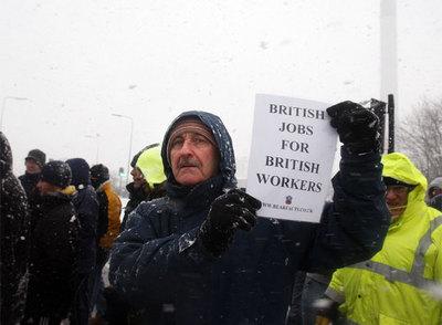 Nuevos trabajadores se suman a las huelgas contra el empleo de extranjeros en Reino Unido