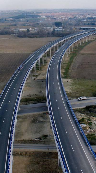 Las carreteras radiales de peaje vacías