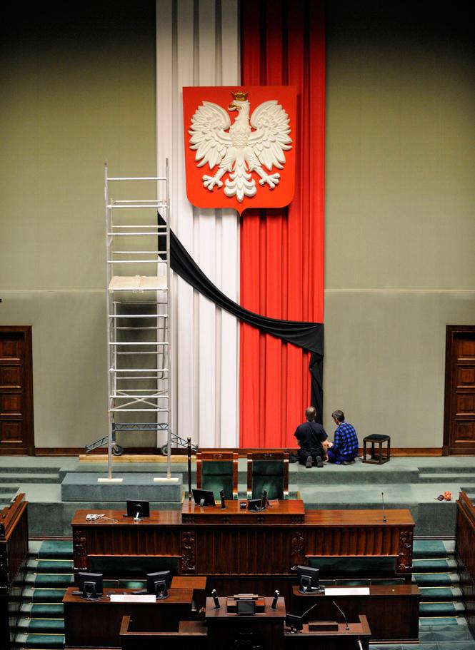 Polonia llora a Kaczynski  - Crespón negro