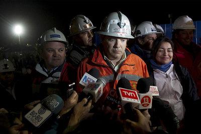 Fotografías de los 33 mineros que permanecen atrapados en la mina San José