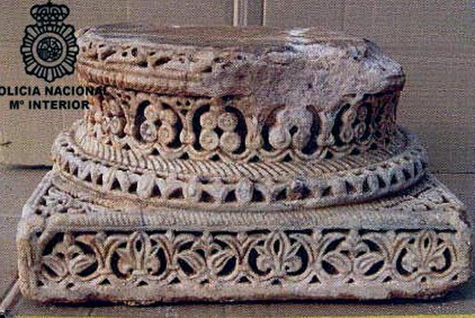 Basa de columna omeya