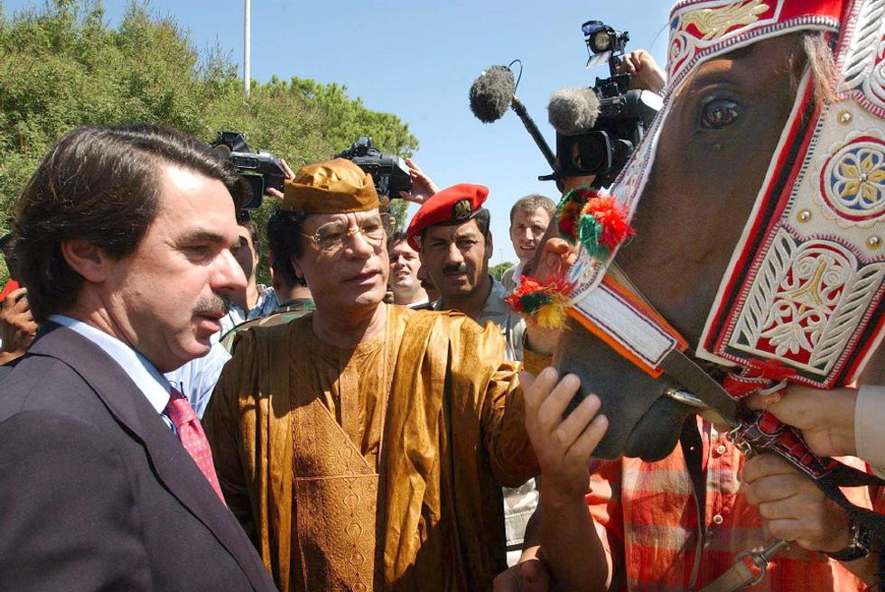 https://i2.wp.com/www.elpais.com/recorte/20110227elpdmgrep_3/LCO340/Ies/Gadafi_regalo_caballo_raza_arabe_Jose_Maria_Aznar.jpg