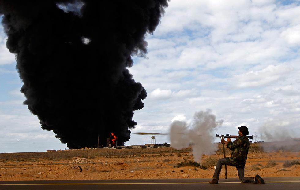 Combates en Libia  - Disparo de granada