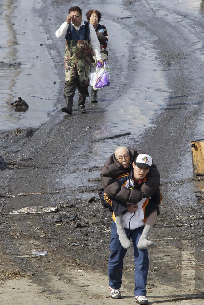 La crisis más grave desde 1945  - Evacuados de sus casas
