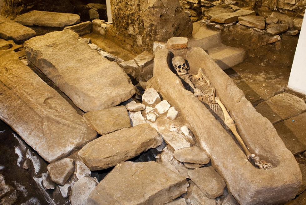 Restos hallados en los sótanos de la Catedral de Santiago
