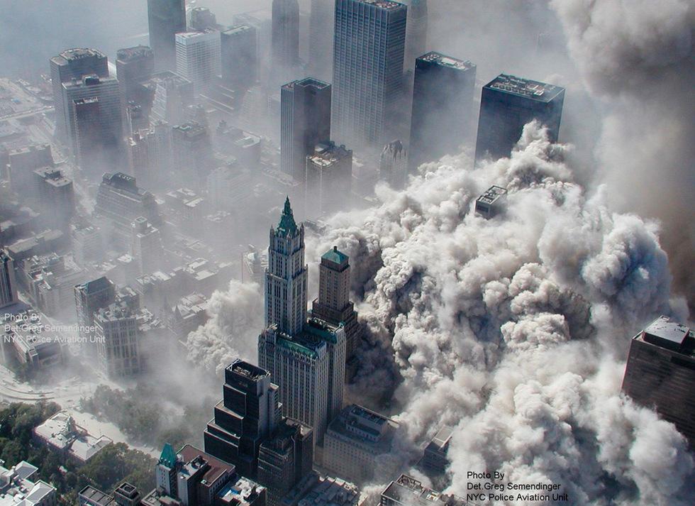 Los atentados del 11-S  - La nube de la destrucción se expande