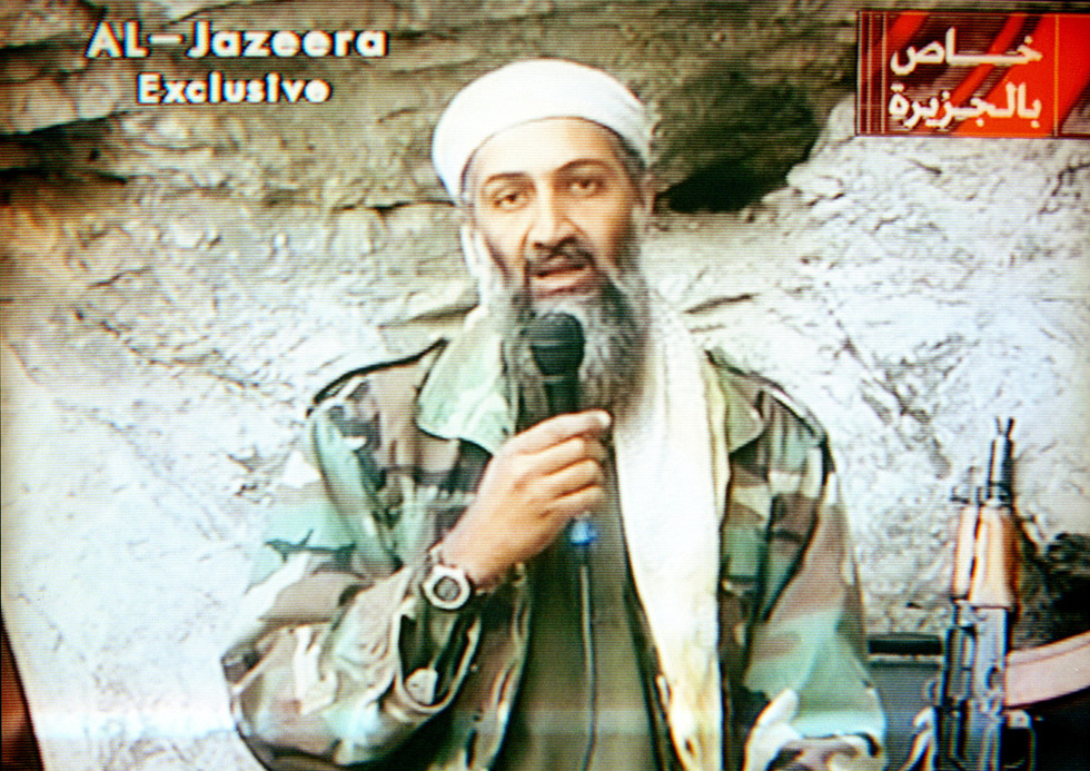 magen de Bin Laden, distribuida por la emisora Al Yazira, en que el terrorista envía uno de sus amenazadores mensajes, desde su refugio en territorio Afgano.