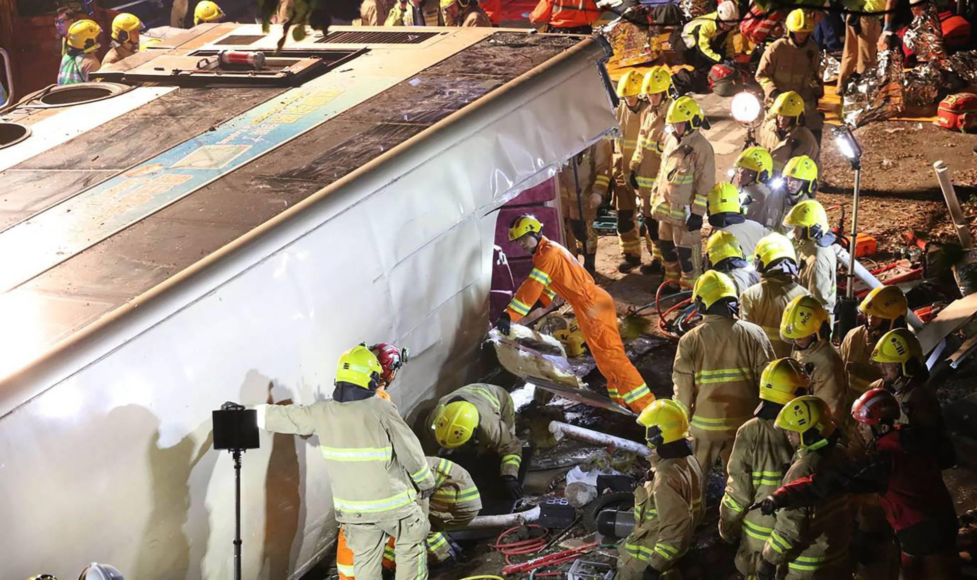 19 muertos en Hong Kong por choque de autobús