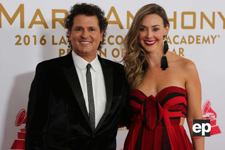 Carlos Vives y su esposa Claudia Elena.