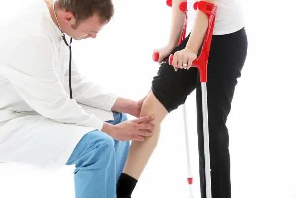 Recupero a casa dopo la chirurgia di rimontaggio del ginocchio o dell'anca
