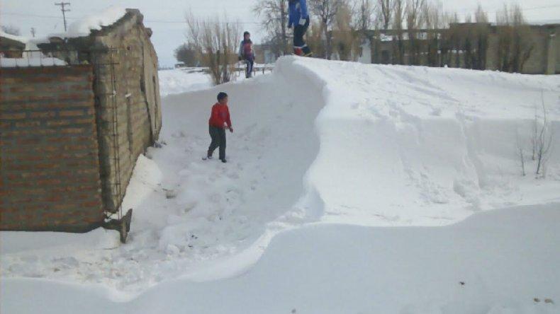 En la zona de la meseta la caída de nieve fue intensa en los últimos días. <br>
