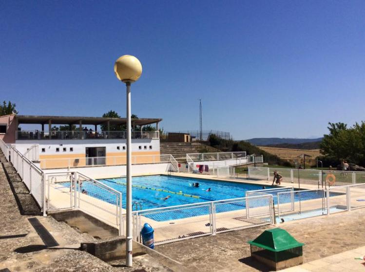 piscina municipal sos del rey catolico - hotel el peiron