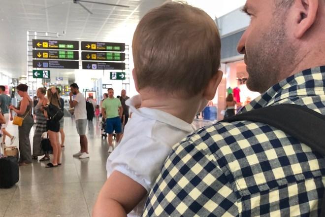 El coste del billete de avión de bebés y/o niños varía en función de la compañía aérea con la que vueles (M. S.).