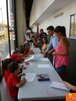"""Juan Ramón Adsuara visita a los más de 360 niños y niñas que disfrutan de la """"Escola d'Estiu"""""""
