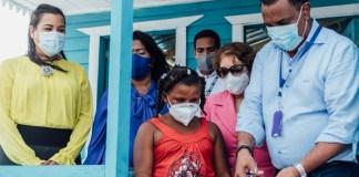 Barahona: El INVI entrega vivienda a la niña Alina Cuevas García