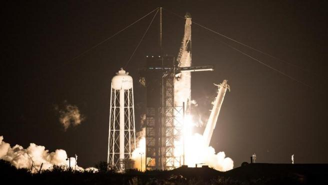 SpaceX envía primera misión tripulada a la Estación Espacial Internacional