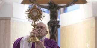Ciudad del Vaticano: El papa Francisco convoca año especial dedicado a la Familia
