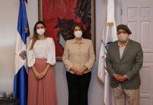 Marianna Vargas, Carmen Heredia y Giovanny Cruz
