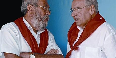 Cándido Méndez (izquierda) habla con Guerra, ayer en Rodiezmo.