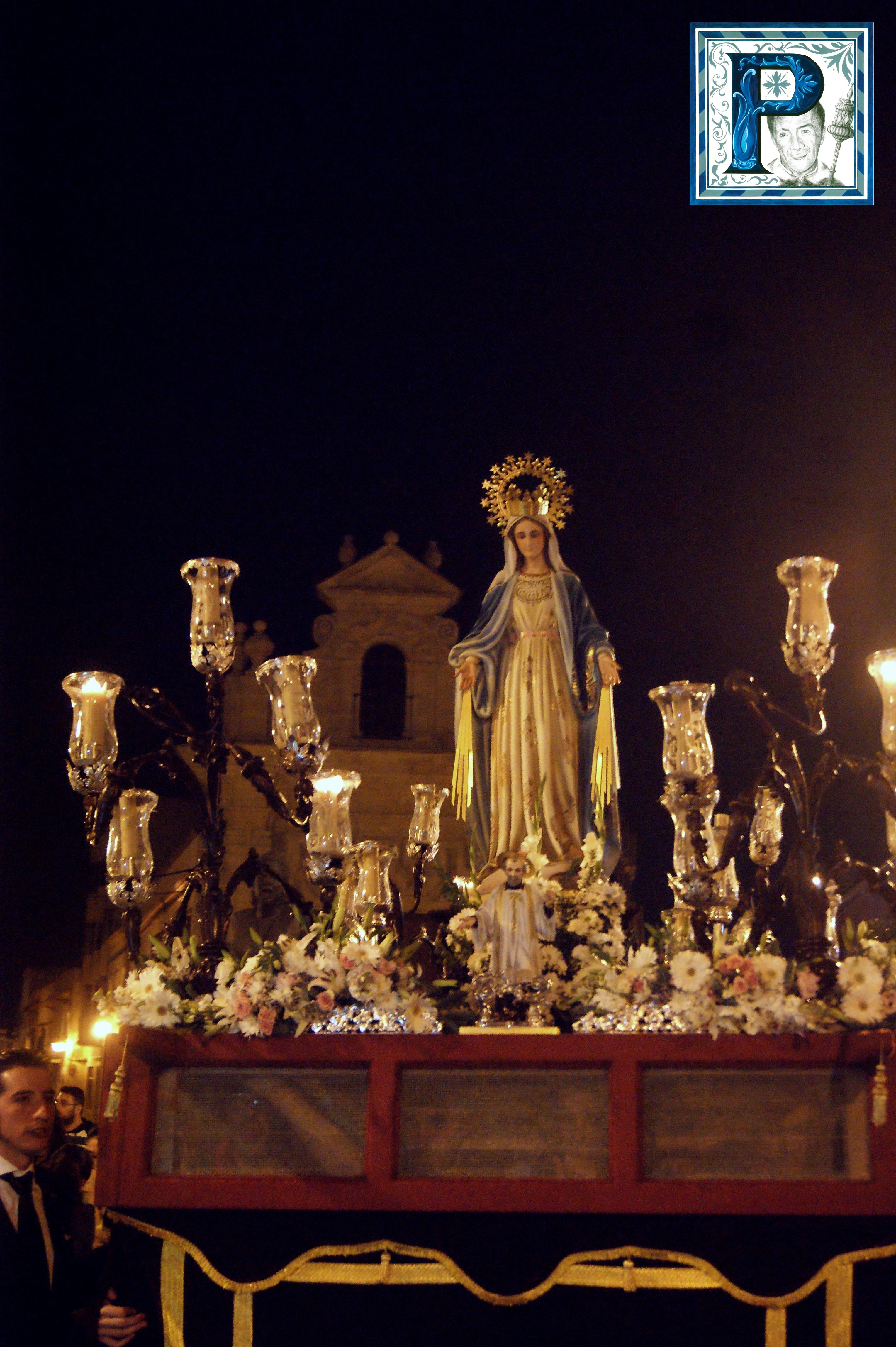 La Procesión de la Virgen de la Milagrosa en imágenes