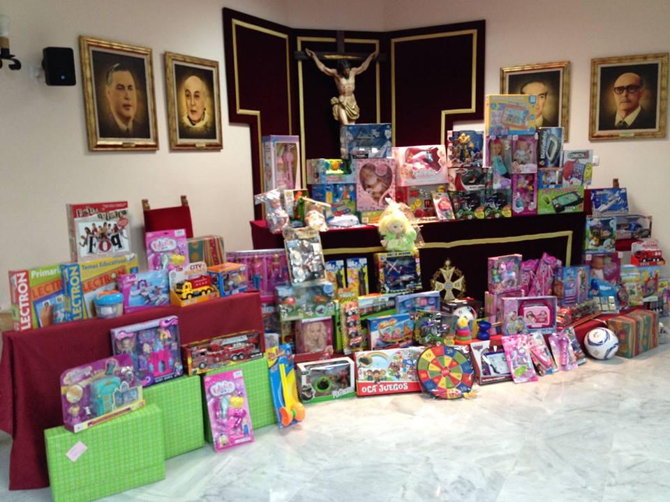 Entrega de juguetes de las Hermandades Jerezanas a través de la Unión de Hermandades, a la Sociedad San Vicente de Paúl