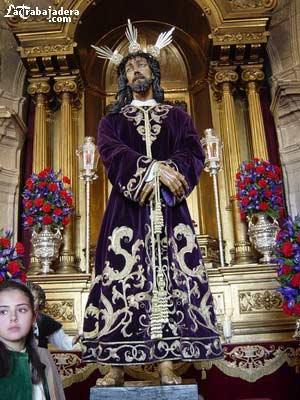 Los trabajos de restauración en la túnica del Señor de la Sentencia,  avanzan a buen ritmo