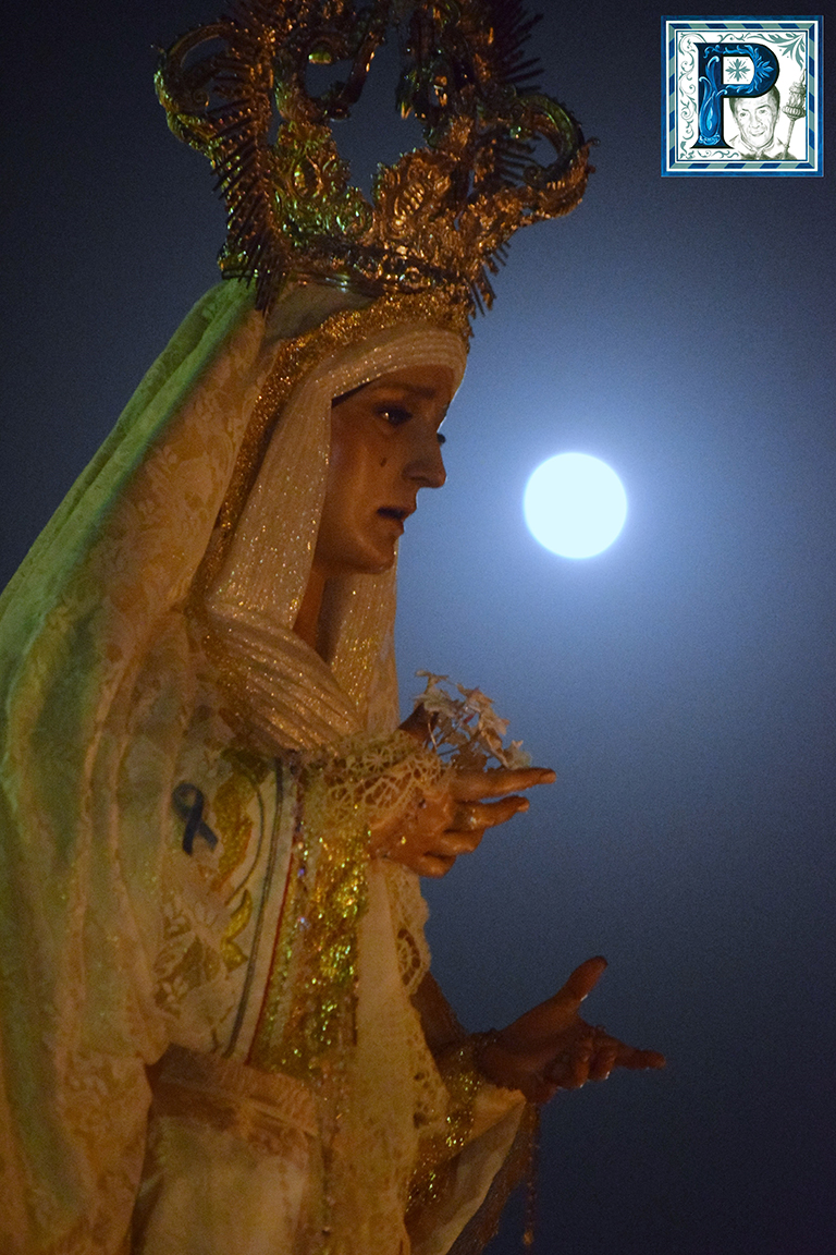 El rosario vespertino de la Virgen de los Ángeles desde el objetivo de Lucas Álvarez