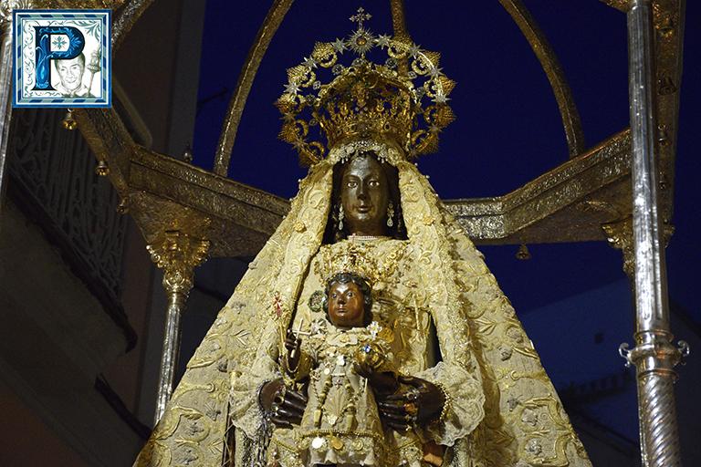 La procesión de la Virgen de la Merced desde el objetivo de Manuel David Anelo