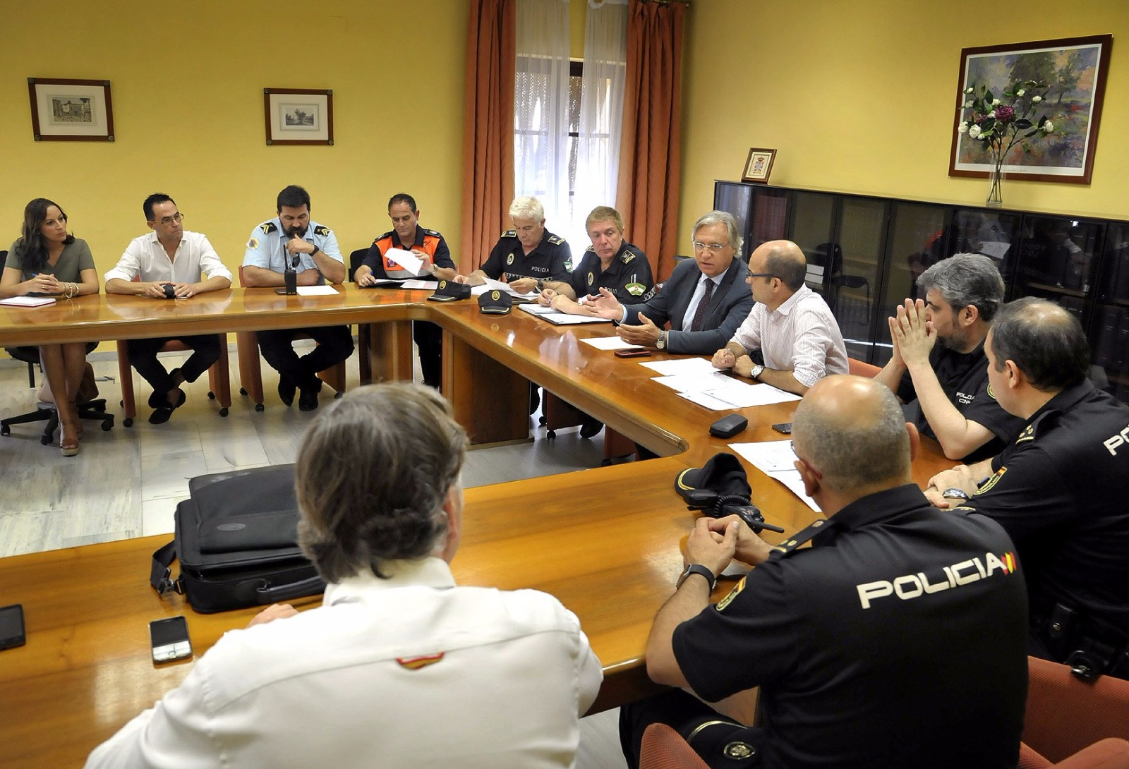 La Unión de Hermandades asiste a la mesa de seguridad de Semana Santa