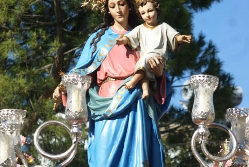 La procesión de María Auxiliadora de Montealto y Santa Juana de Lestonnac desde el objetivo de Lucas Álvarez