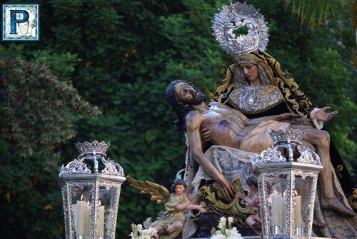 El Rosario de la Aurora de la Virgen de las Angustias desde el objetivo de Lucas Álvarez
