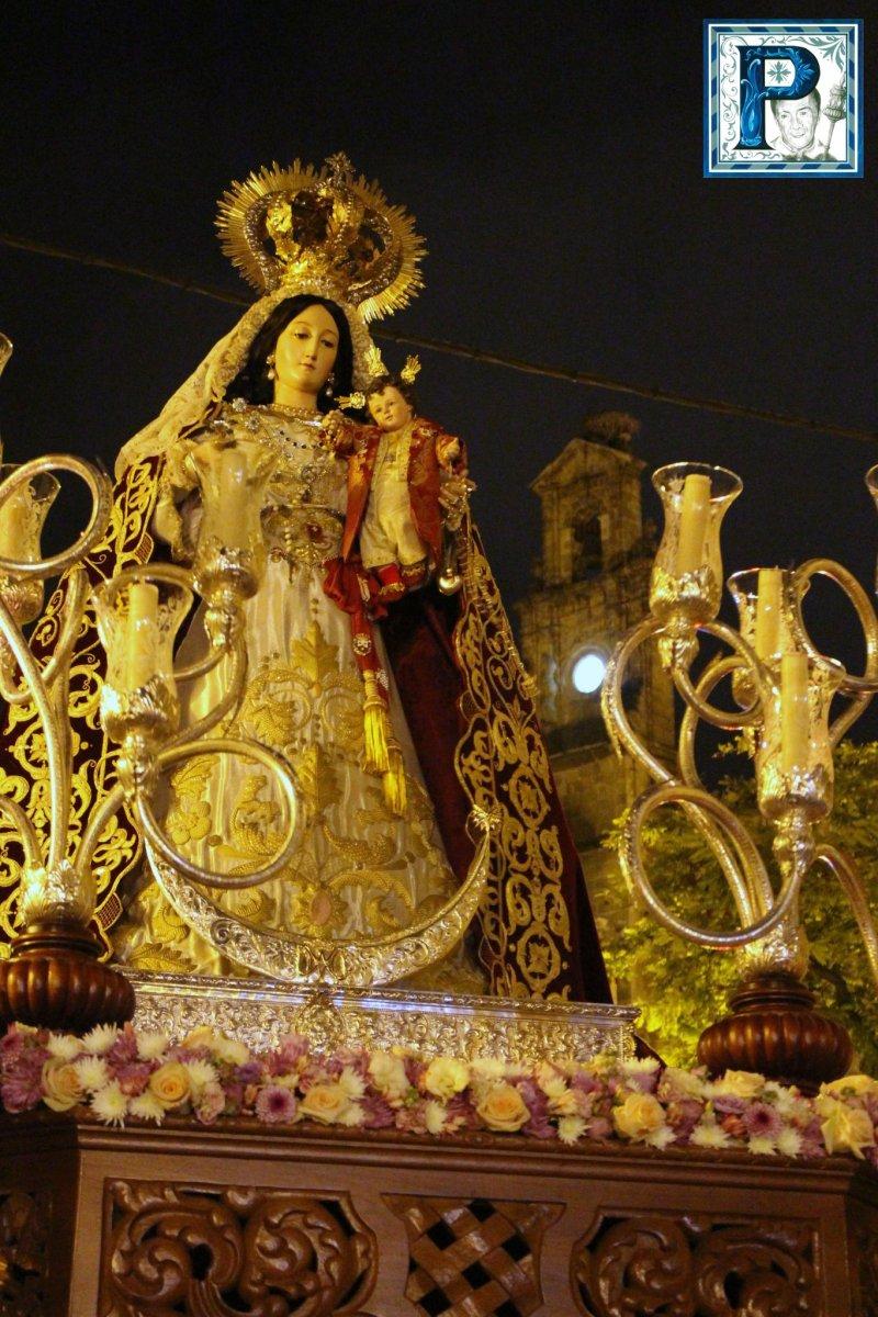 La procesión de Madre de Dios del Rosario desde el objetivo de Lucas Álvarez